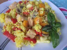 """Kurczak z warzywami i """"żółtym ryżem"""""""