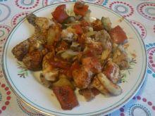 Kurczak zapiekany z warzywami w ketchupie