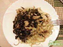 Kurczak ze szpinakiem, ryżem i makaronem