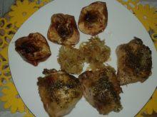 Kurczaki pieczone na kapuście kiszonej