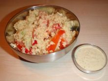 Kus kus z sosem ziołowo-paprykowym