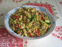 Kuskus curry z kurczakiem i duszonymi warzywami