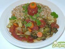 Kuskus perłowy z brokułami w pomidorach
