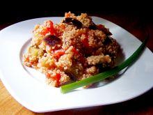 Kuskus z bakłażanem, pomidorami i papryką