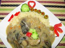 Kuskus z sosem serowo – grzybowym