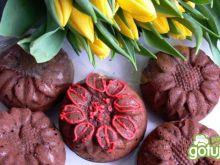 Kwiatuszki brownie z rodzynkami i żurawi