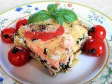 Lazania z łososiem, szpinakiem i pomidorami