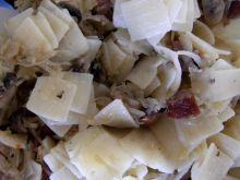 Łazanki z kapustą, kiełbaską i grzybami
