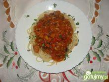 Leczo z parówkami i makaronem spagetti