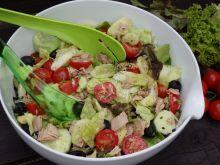 Lekka kolorowa sałatka z tuńczykiem