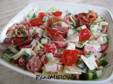 Lekka sałatka łazankowa z szynką włoską