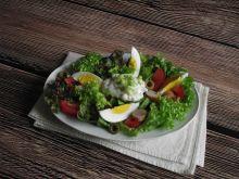Lekka sałatka z jajkiem i parówką