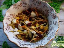Lekka sałatka z kolorowego makaronu