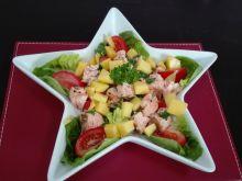 Lekka sałatka z mango i łososiem