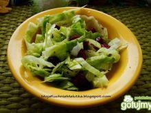 Lekka sałatka z sałaty i żurawiny