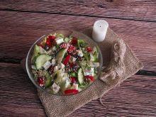 Lekka sałatka z serem pleśniowym i ziarnami