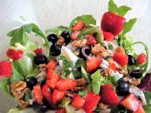 Lekka sałatka z truskawkami i miętą