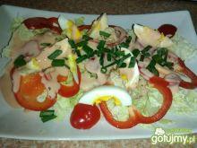 Lekka sałatka z warzyw i jajka