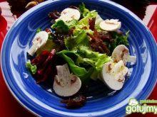 Lekka wegańska sałatka z grzybami