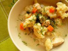 Lekka zupa kalafiorowa z piersią z kurczaka