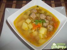 Lekka zupa z mięsnymi kuleczkami