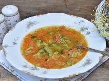 Lekka zupa z warzyw z brokułem i kaszą