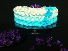 Lekki wiosenny, fiołkowy tort.