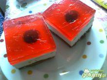 Lekkie ciasto z galaretką i truskawkami