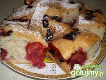 Lekkie ciasto z truskawkami i jagodami
