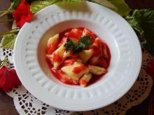 Leniwe z sosem truskawkowym