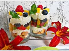 Letni deser owocowy