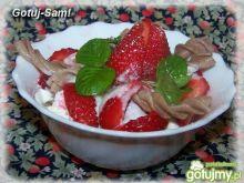 Letni deser z  truskawkami