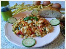 Letnia jajecznica z fasolką szparagową