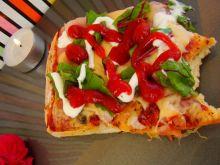 Letnia pizza z botwinką