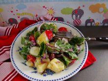 Letnia sałatka z botwinki i pomidorków