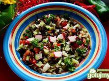 Letnia sałatka z dzikim ryżem i surimi