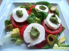 Letnia sałatka z mozzarellą i awokado