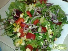 Letnia sałatka z warzyw i mozzarelli