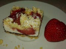 Letnie ciasto z pianką i truskawkami