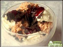 Lodowy deser truskawkowy z kaszą kuskus