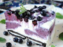Lodowy tort jagodowy