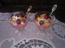 Lody jogurtowe o smaku wiśniowym