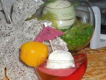 Lody z galaretką i owocami