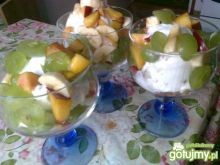 Lody z sałatką owocową