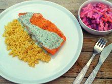 Łosoś grillowany z sosem jogurtowo – ziołowym