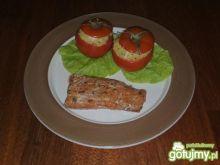 Łosoś z nadziewanymi pomidorami