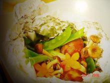Łosoś z warzywami pieczony w paczuszce