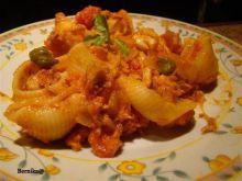 Lumaconi, tuńczyk kapary i pomidory