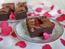 Majo-brownie z truskawkami