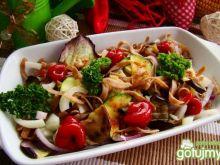 Majowy makaron z grillowanymi warzywami